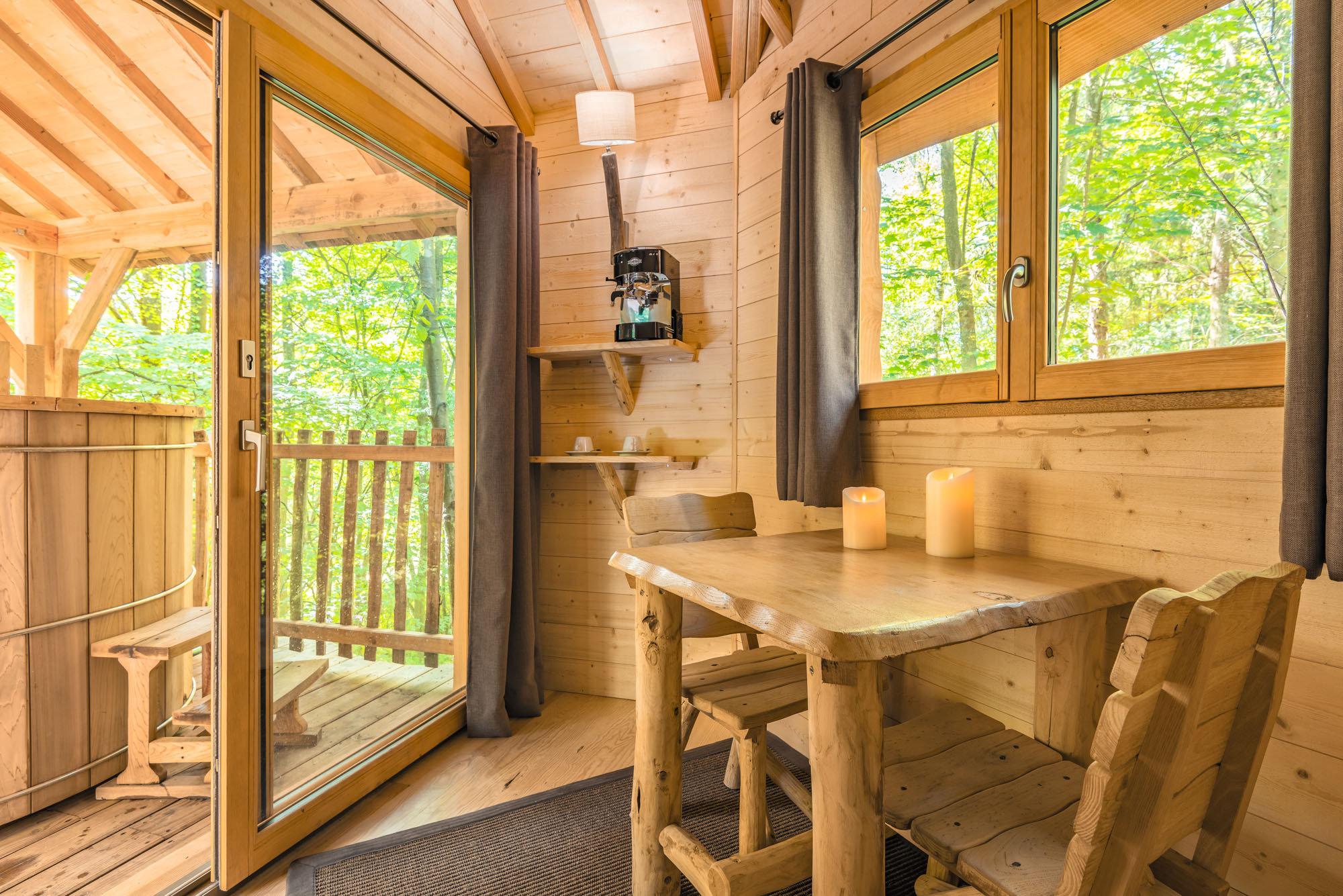 cabane lov 39 nid spa dans les arbres c t de paris. Black Bedroom Furniture Sets. Home Design Ideas